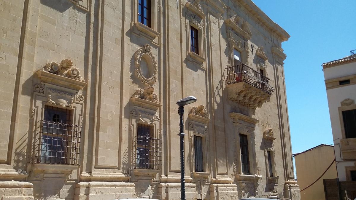 Cotto e maioliche siciliane comed ceramiche pavimentazione